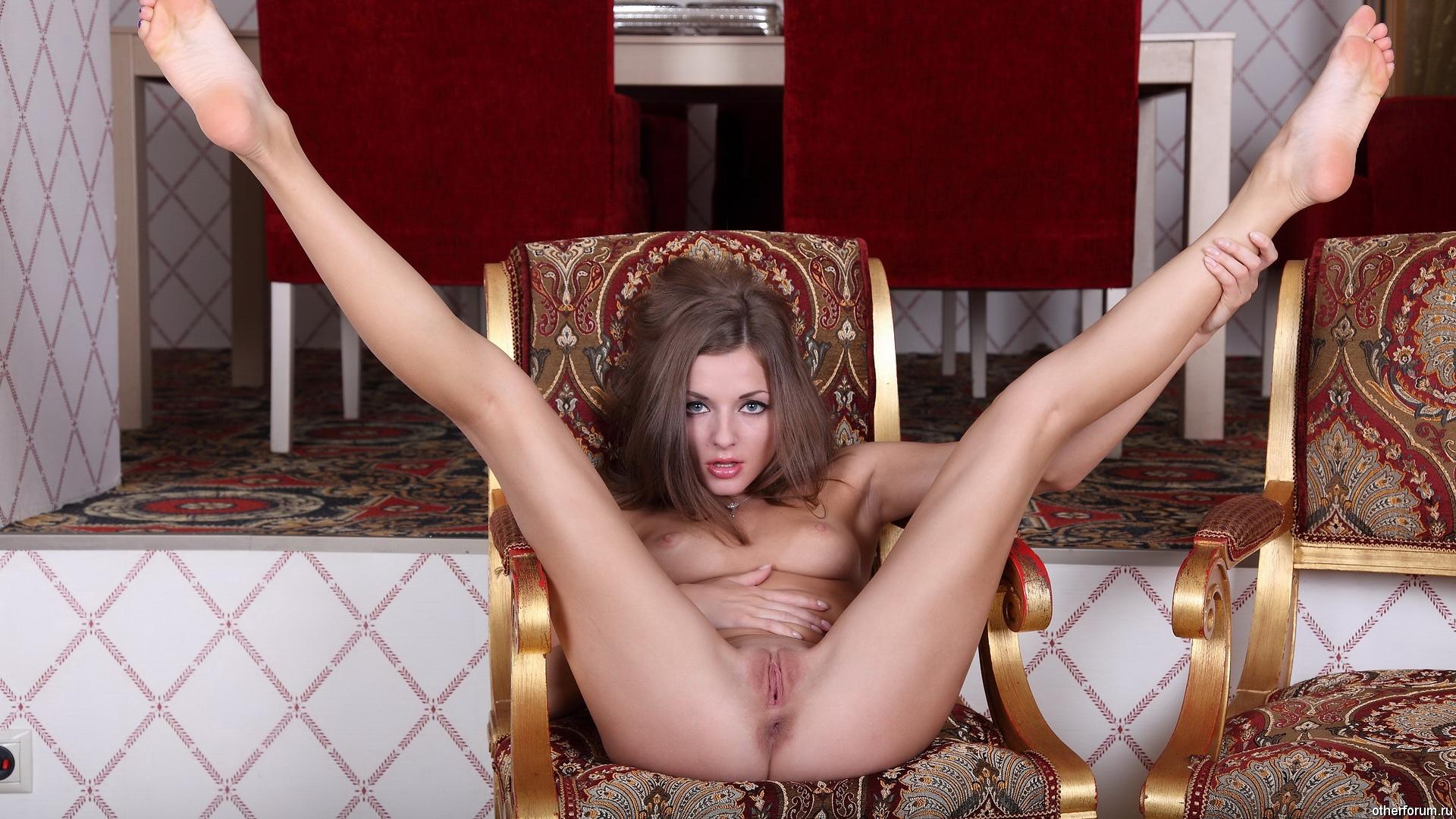 Фото с широко раскинутыми ногами, Раздвинутые ноги - красивые девушки раздвигают 7 фотография